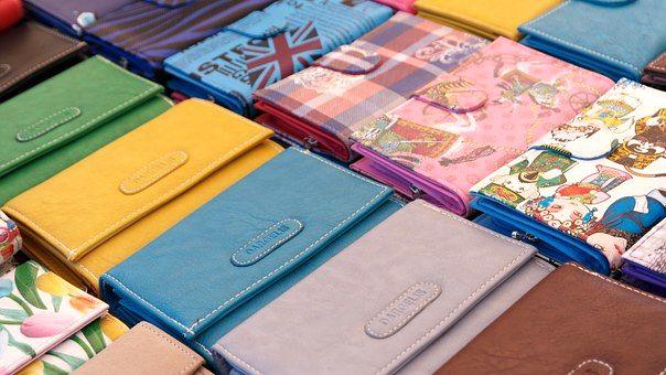 たくさん並ぶお財布