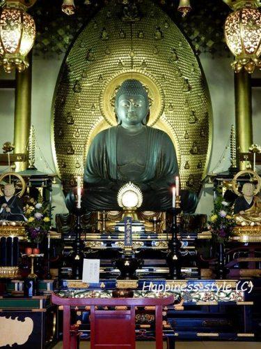 誓願寺本堂内の阿弥陀如来坐像