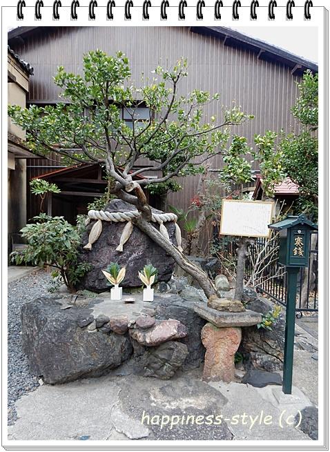 繁昌神社の北西にある班女塚