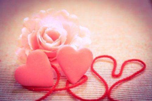 バラの花とハートのオブジェ