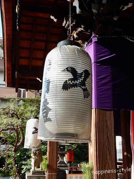 京都熊野神社の提灯の八咫烏