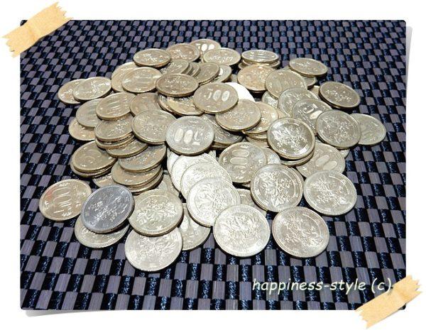 貯金箱で貯めたたくさんの500円玉