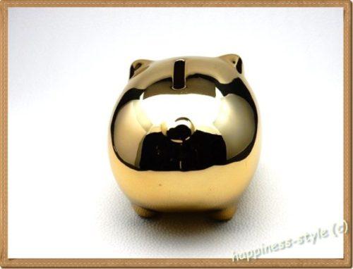 金色の豚の貯金箱のお尻